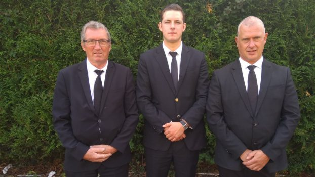 Trois membres du service porteur